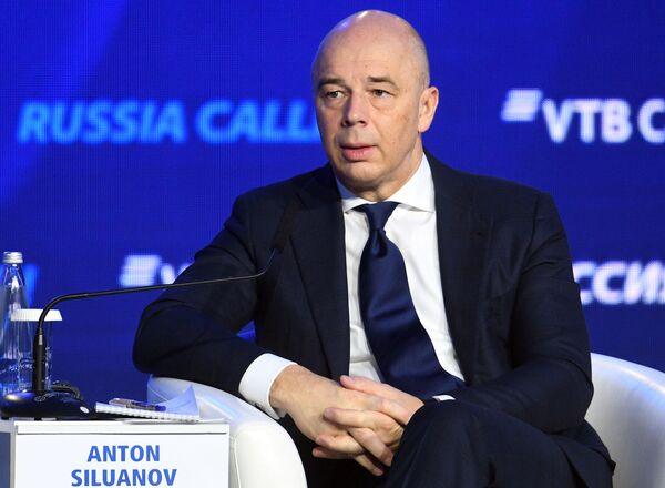 Первый заместитель председателя правительства - министр финансов РФ Антон Силуанов на инвестиционном форуме ВТБ Капитал в Москве - Sputnik Латвия