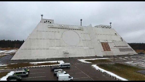 На этих кадрах военные отразили ракетный удар по Москве: РЛС Дон-2Н в деле - Sputnik Латвия