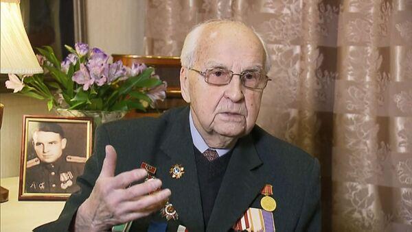 Вранье премьера Польши об Освенциме возмутило участника освобождения концлагеря - Sputnik Латвия