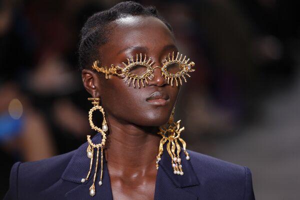 Неделя моды в Париже Haute Couture: Schiaparelli - Sputnik Латвия