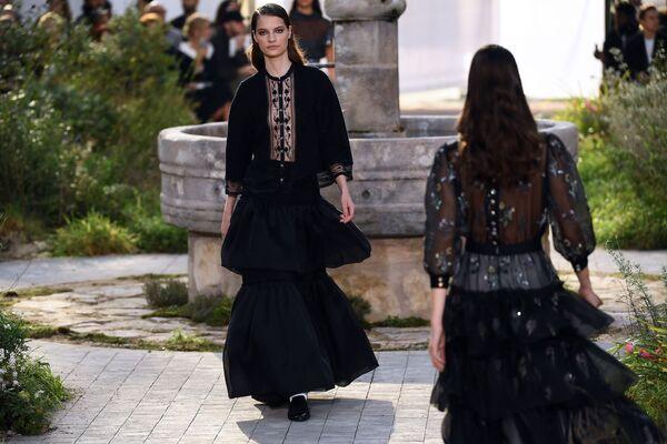 Неделя моды в Париже Haute Couture: Chanel - Sputnik Латвия