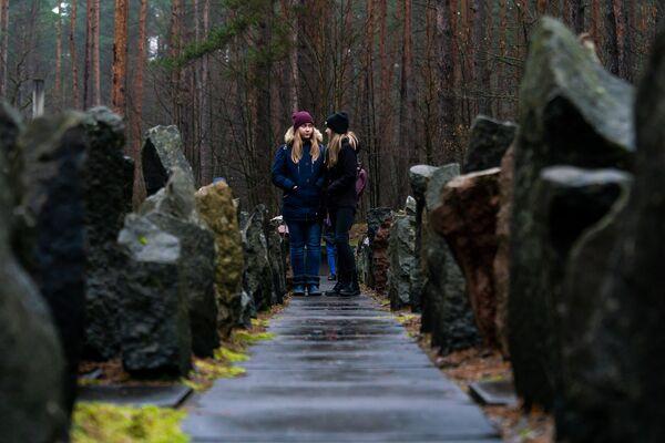 Памятное мероприятие на мемориале Бикерниеки, посвященное Международному дню памяти жертв Холокоста - Sputnik Латвия