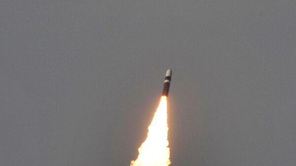 Запуск ракеты Trident II D-5 с подлодки USS West Virginia - Sputnik Latvija
