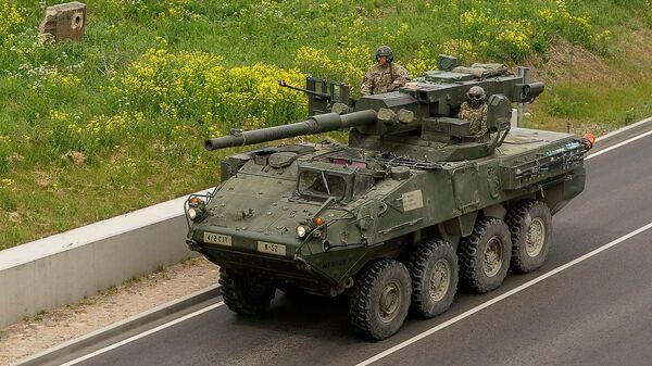 Тяжелая военная техника США Stryker M1128 Mobile Gun System возможно будет стрелять на новом полигоне под Даугавпилсом - Sputnik Latvija