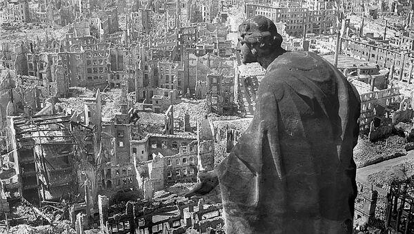 Дрезден, 1945 год, вид с ратуши на разрушенный город - Sputnik Латвия