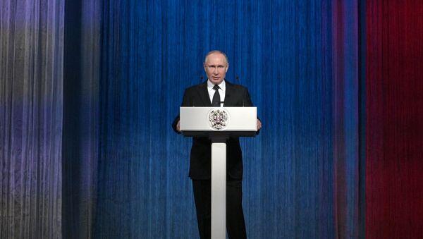 Президент РФ В. Путин посетил концерт, посвященный Дню защитника Отечества - Sputnik Латвия