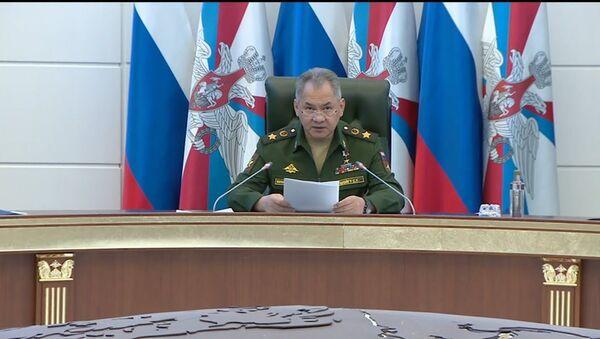 Глава Минобороны РФ: Россия продолжает укрепление войск в Арктике - Sputnik Латвия