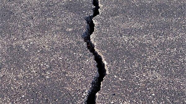 Разрушения на асфальте после землятресения - Sputnik Латвия