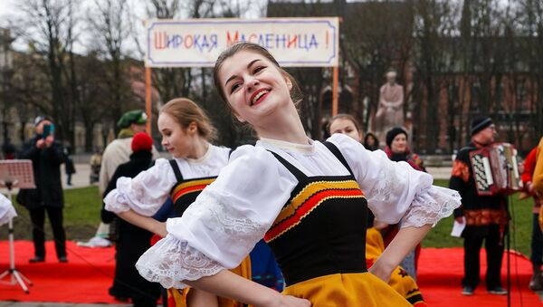 Зажигательное выступление танцевальной группы Ивушка - Sputnik Латвия