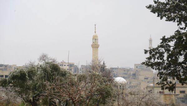 Мечеть в недавно освобожденном сирийском Маарет-эн-Нуумане (провинция Идлиб). - Sputnik Latvija