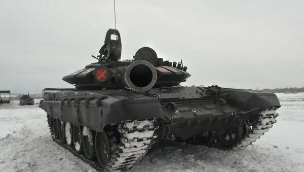 Российские танкисты разгромили условного противника в Кемеровской области - Sputnik Латвия