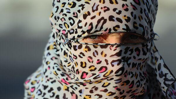 Женщина-мусульманка - Sputnik Латвия