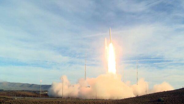 Запуск сверхзвуковой баллистической ракеты армии США - Sputnik Latvija