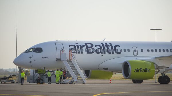 Самолет Airbus A220-300 авиакомпании airBaltic - Sputnik Латвия