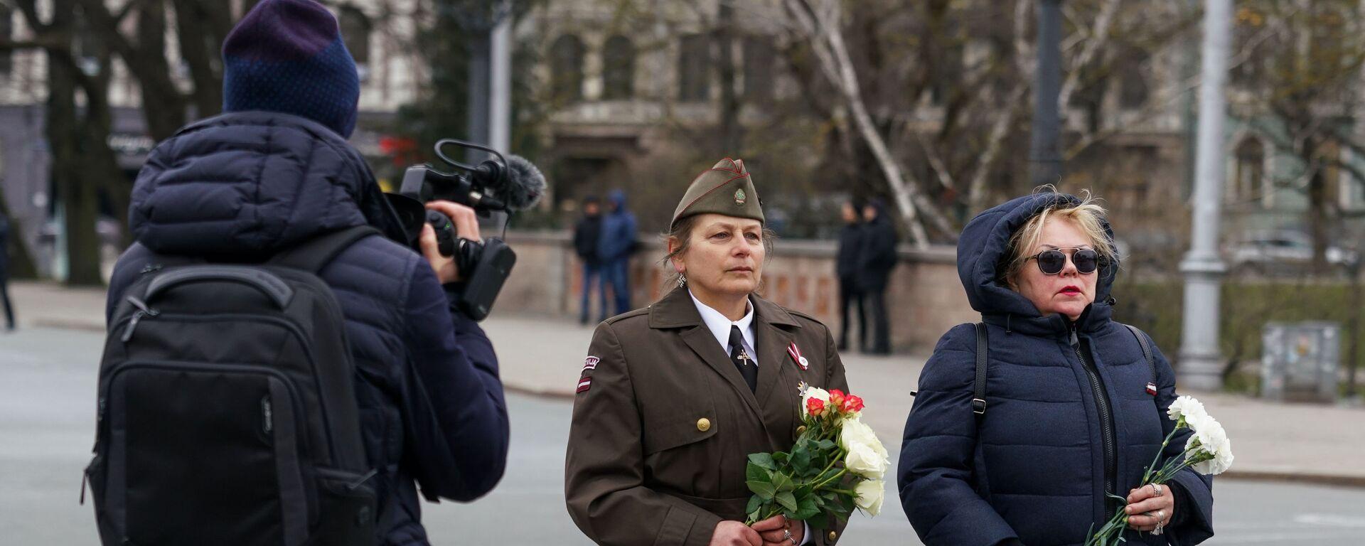 Возложение цветов к памятнику Свободы в Риге 16 марта 2020 года - Sputnik Латвия, 1920, 12.03.2021