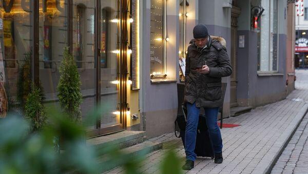 Турист в Старой Риге - Sputnik Latvija