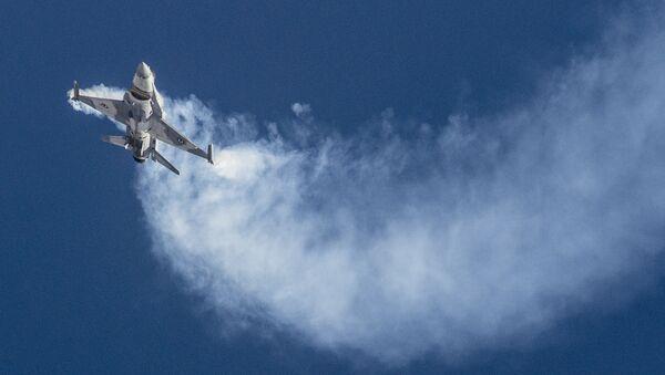 Iznicinatajs F-16 - Sputnik Latvija