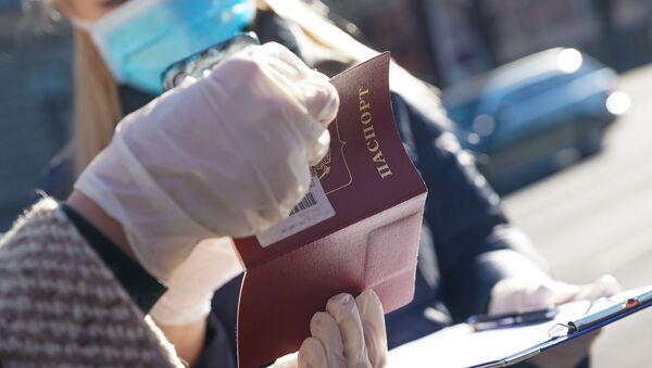Специальный рейс Посольства России в Латвии для транспортировки россиян из Риги до российско-латвийской границы - Sputnik Латвия