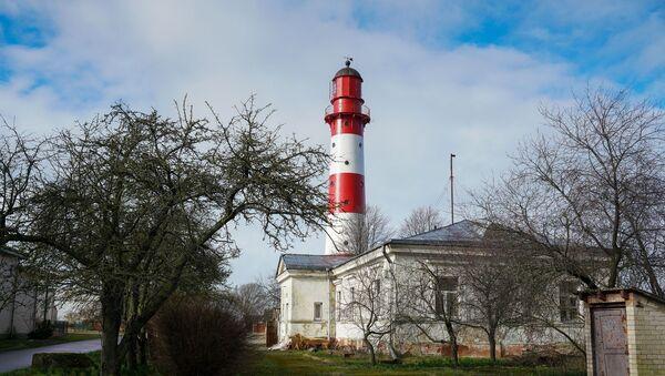 Визитная карточка Лиепаи - старинный маяк, расположенный на территории рыбоконсервного завода - Sputnik Латвия