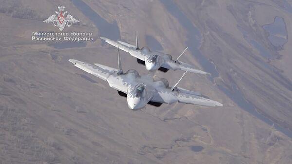 Су-57 на предельных высотах: летчики ВКС РФ показали, на что способны новейшие истребители - Sputnik Латвия