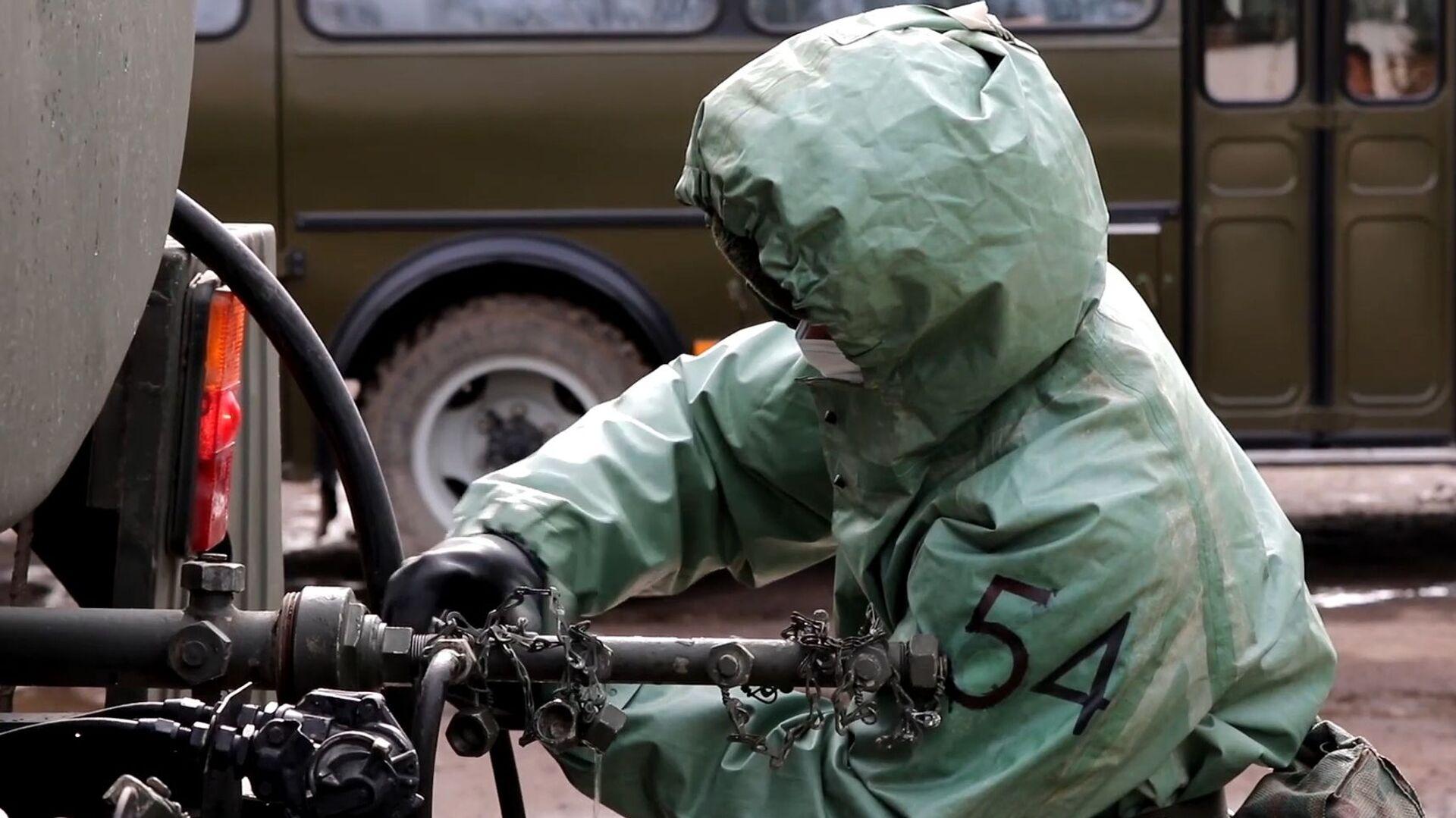 Проверка готовности войск РХБЗ к возникновению угрозы заражения вирусными инфекциями - Sputnik Latvija, 1920, 13.10.2021