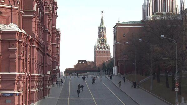Самоизоляция в Москве: как выглядит центр столицы после введения ограничений из-за коронавируса - Sputnik Латвия