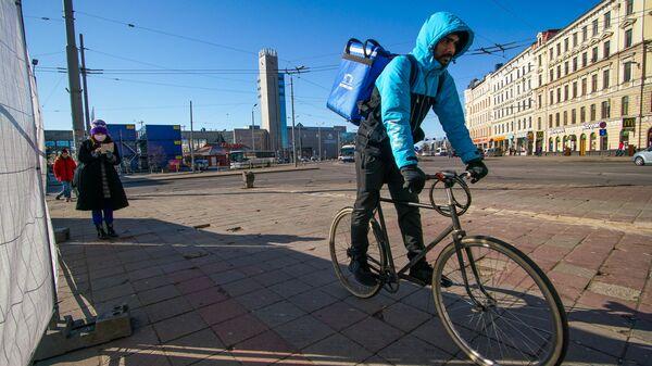 Курьер доставки еды в Риге - Sputnik Латвия