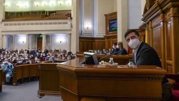Президент Украины Владимир Зеленский на заседании Верховной рады в Киеве - Sputnik Latvija
