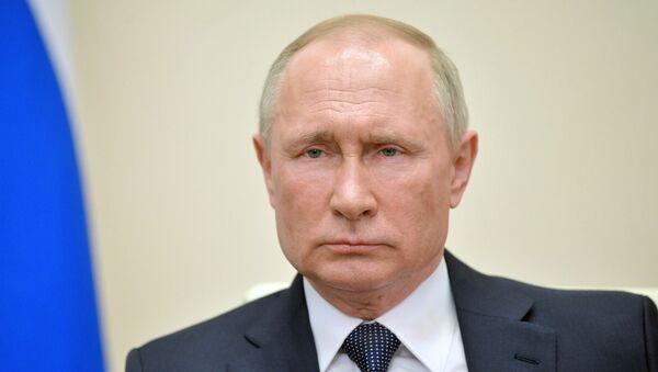 Президент РФ В. Путин выступил с обращением к гражданам - Sputnik Latvija