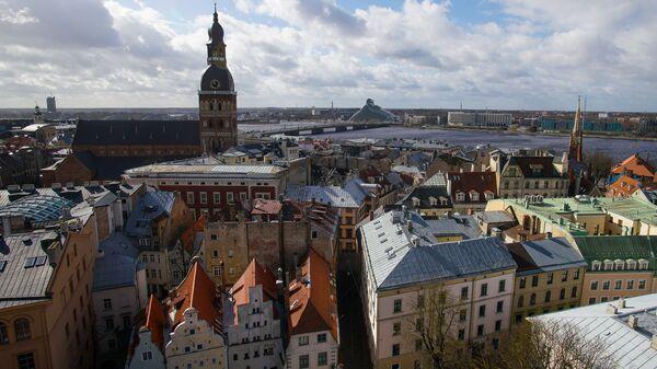 В Риге демонтировали петушка с церкви Св.Иакова, чтобы отреставрировать и заменить позолоту - Sputnik Латвия
