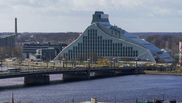Здание Национальной библиотеки и Каменный мост - Sputnik Latvija