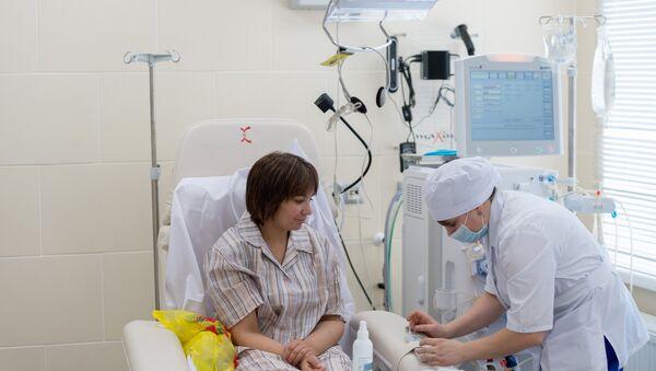 Пациентка во время процедуры - Sputnik Латвия