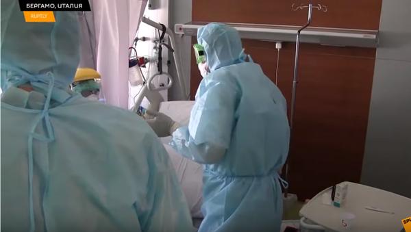 Полевой госпиталь в Бергамо развернут: медики готовятся к приему пациентов - Sputnik Latvija