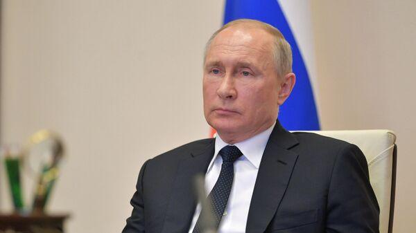 Президент РФ В. Путин в режиме видеоконференции провел совещание с руководителями субъектов РФ - Sputnik Latvija