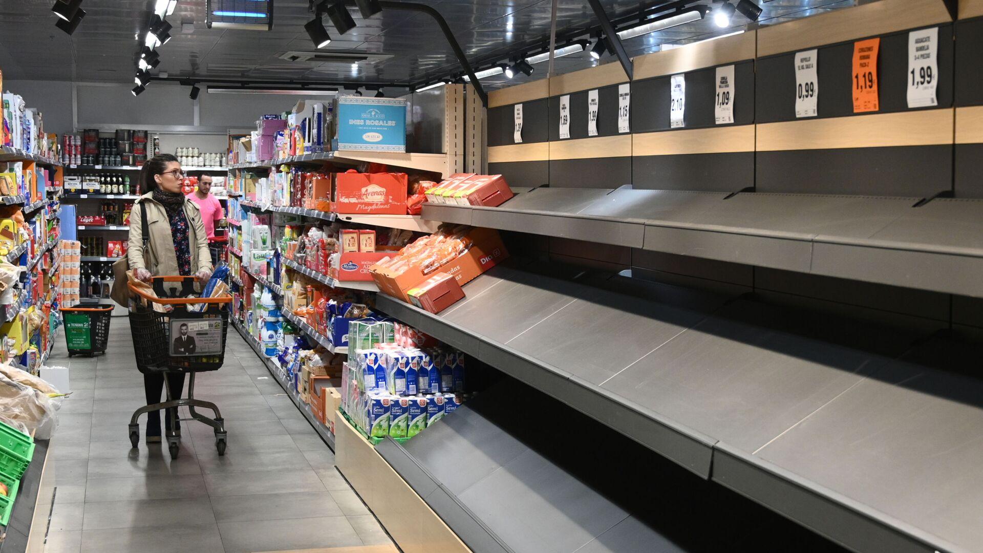 Пустые полки в супермаркете в Мадриде - Sputnik Латвия, 1920, 23.09.2021