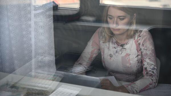 Женщина на удаленной работе у себя дома в Ростове-на-Дону - Sputnik Latvija