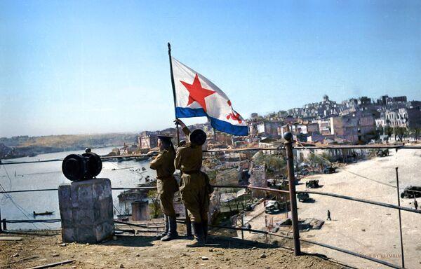 Водружение флага Победы на водной станции, 1944 год. - Sputnik Латвия