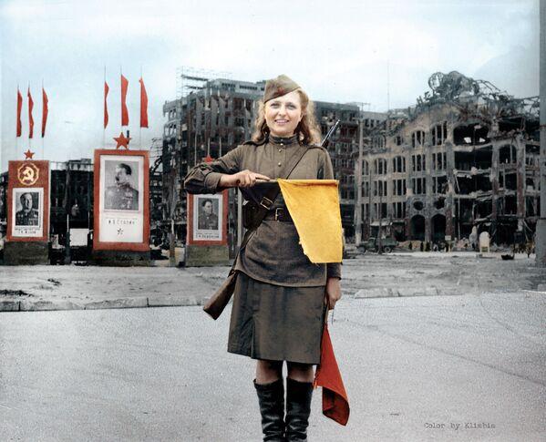 Рядовой Люба Росенова в Берлине. - Sputnik Латвия