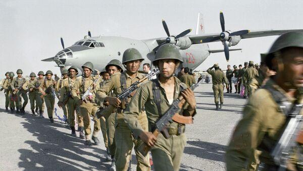 Высадка отряда специального назначения для проведения боевой операции в районе провинции Нангархар, Афганистан. - Sputnik Latvija
