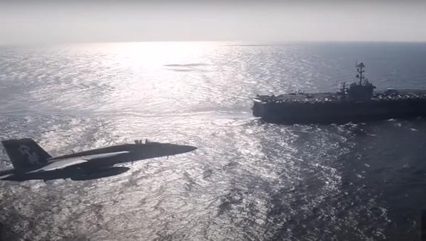Подкравшийся кавианосцу СШАроссийский Ил-38попал навидео - Sputnik Латвия