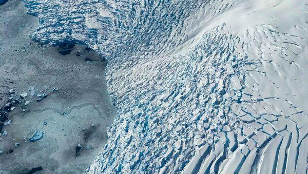 Вид на ледник и льдины на море  - Sputnik Latvija