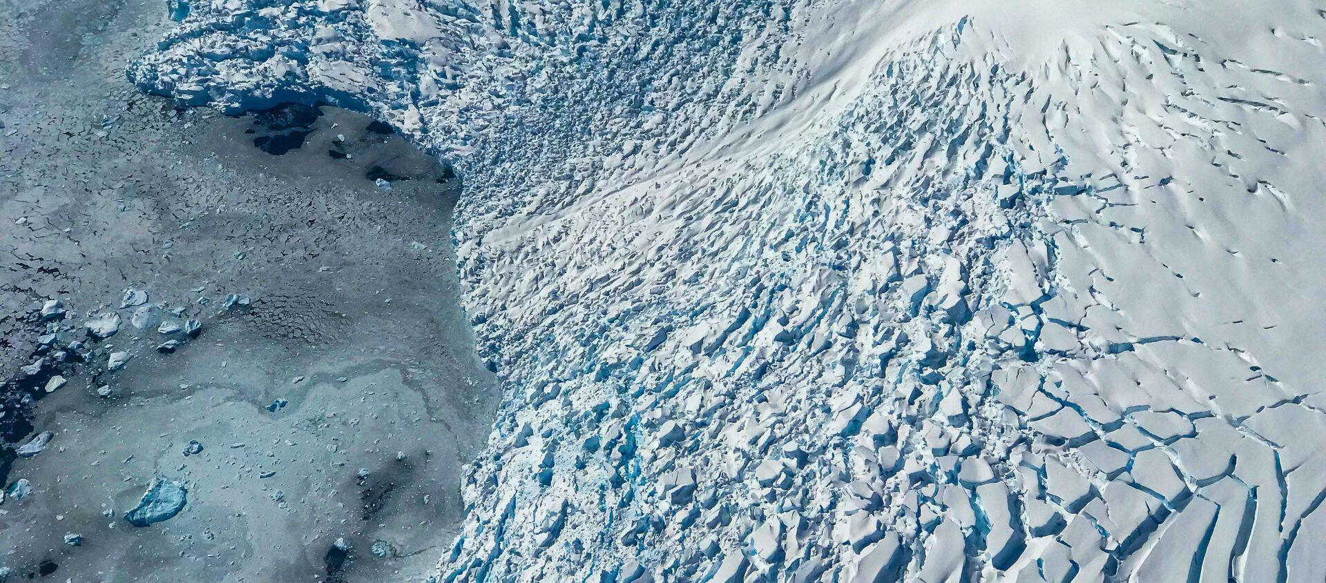 Вид на ледник и льдины на море  - Sputnik Latvija, 1920, 30.11.2020