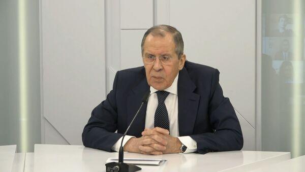 Лавров ответил на обвинения Евросоюза в дезинформации по COVID-19 - Sputnik Латвия