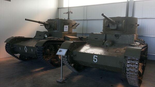 Танки Т-26, на которых воевали в Испании советские и республиканские танкисты, в экспозиции музея Эль-Голосо под Мадридом - Sputnik Latvija