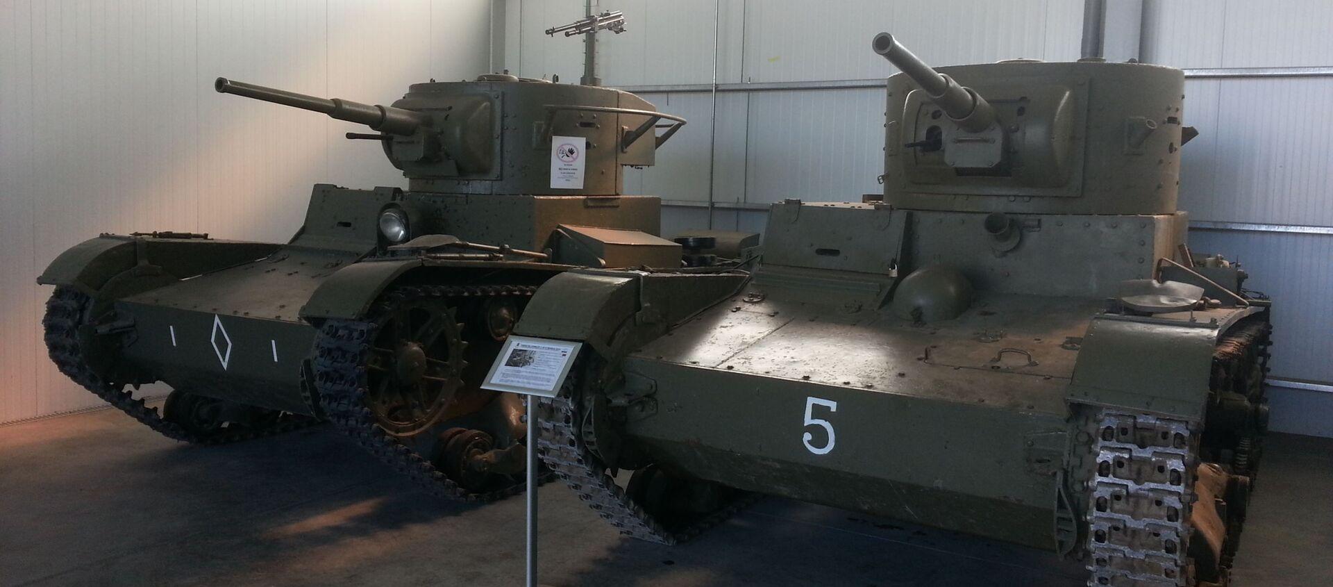 Танки Т-26, на которых воевали в Испании советские и республиканские танкисты, в экспозиции музея Эль-Голосо под Мадридом - Sputnik Latvija, 1920, 08.05.2020