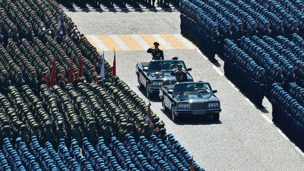 Министр обороны РФ, генерал армии Сергей Шойгу во время военного парада на Красной площади в Москве  - Sputnik Latvija