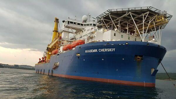 Краново-монтажное трубоукладочное судно Академик Черский - Sputnik Latvija