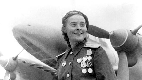 Герой Советского Союза заместитель командира эскадрильи 125-го гвардейского авиационного женского полка Мария Долина - Sputnik Латвия