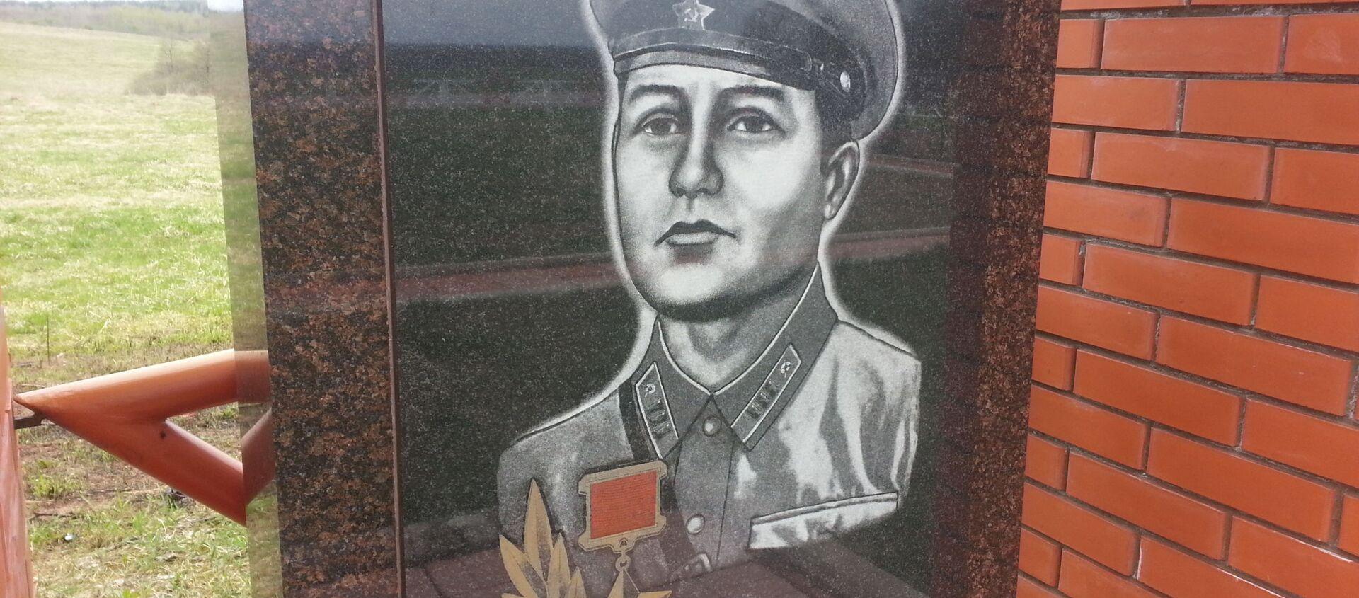 Памятник Яну Райнбергу на мемориале в деревне Монаково - Sputnik Latvija, 1920, 16.05.2020