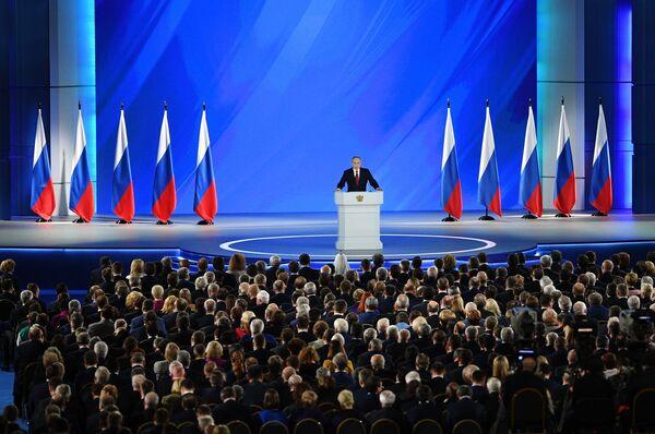 Президент России Владимир Путин выступает с ежегодным посланием Федеральному собранию - Sputnik Латвия